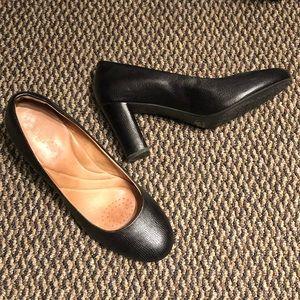 Clarks Black Comfort Heels SZ 11